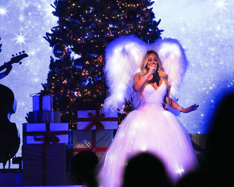 La chanteuse américaine Mariah Carey, en concert à l'AccorHotels Arena, à Paris, le 7 décembre 2018.