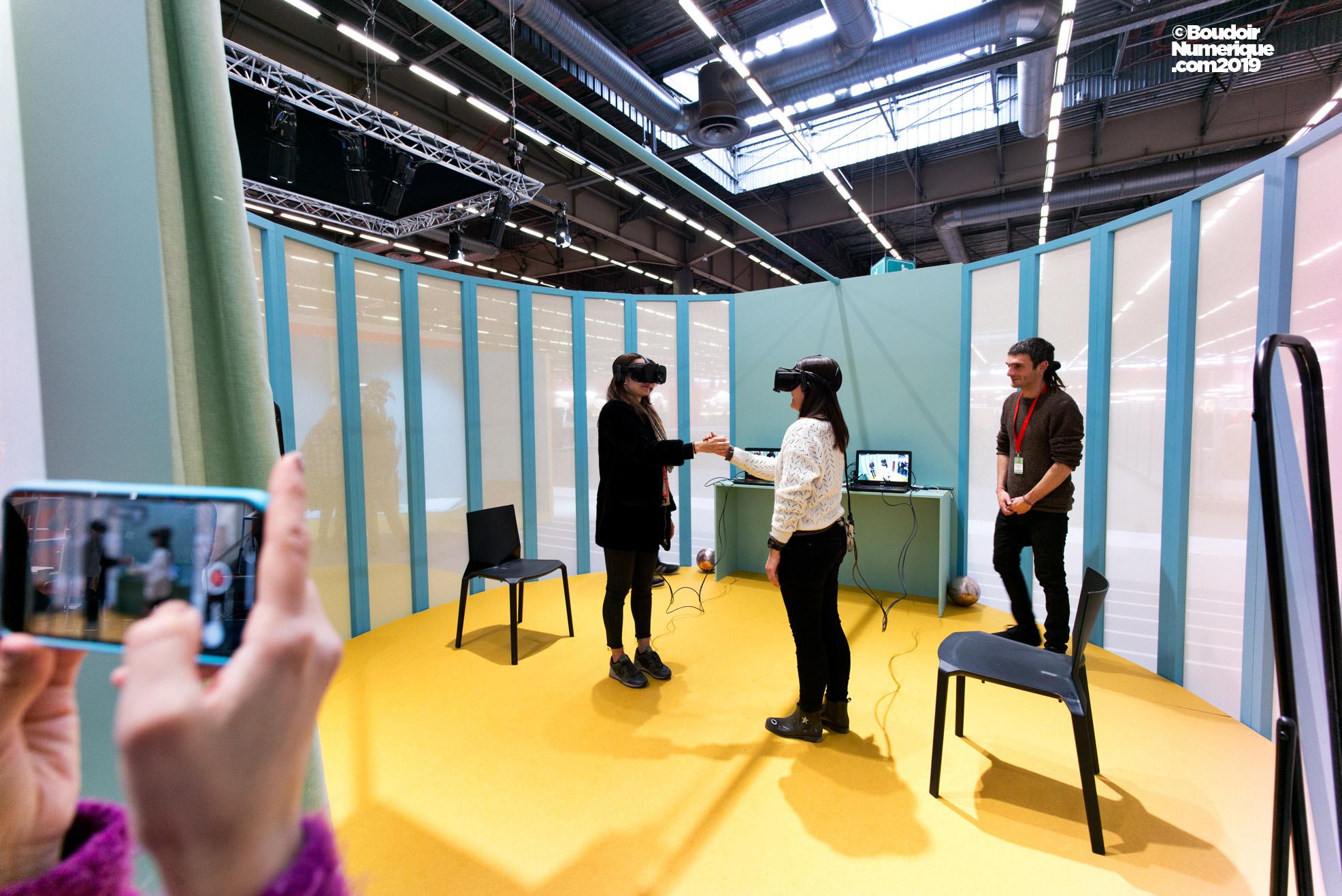 L'installation de réalité virtuelle du collectif BeAnotherLab permettait à deux participants de troquer leur vision contre celle de l'autre.