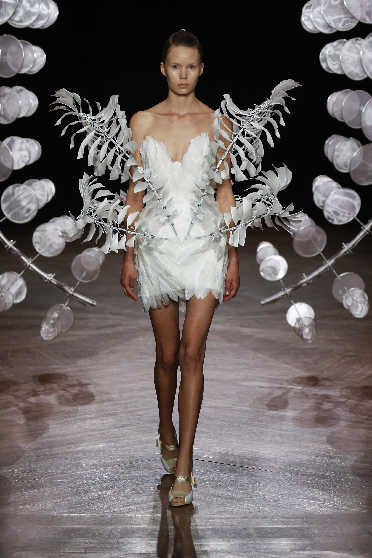 Robe Infinity de la collection Hypnosis d'Iris van Herpen, haute couture automne-hiver 2019 - 2020, présentée à Paris, le 1er juillet 2019 (photo : courtesy of Iris van Herpen)