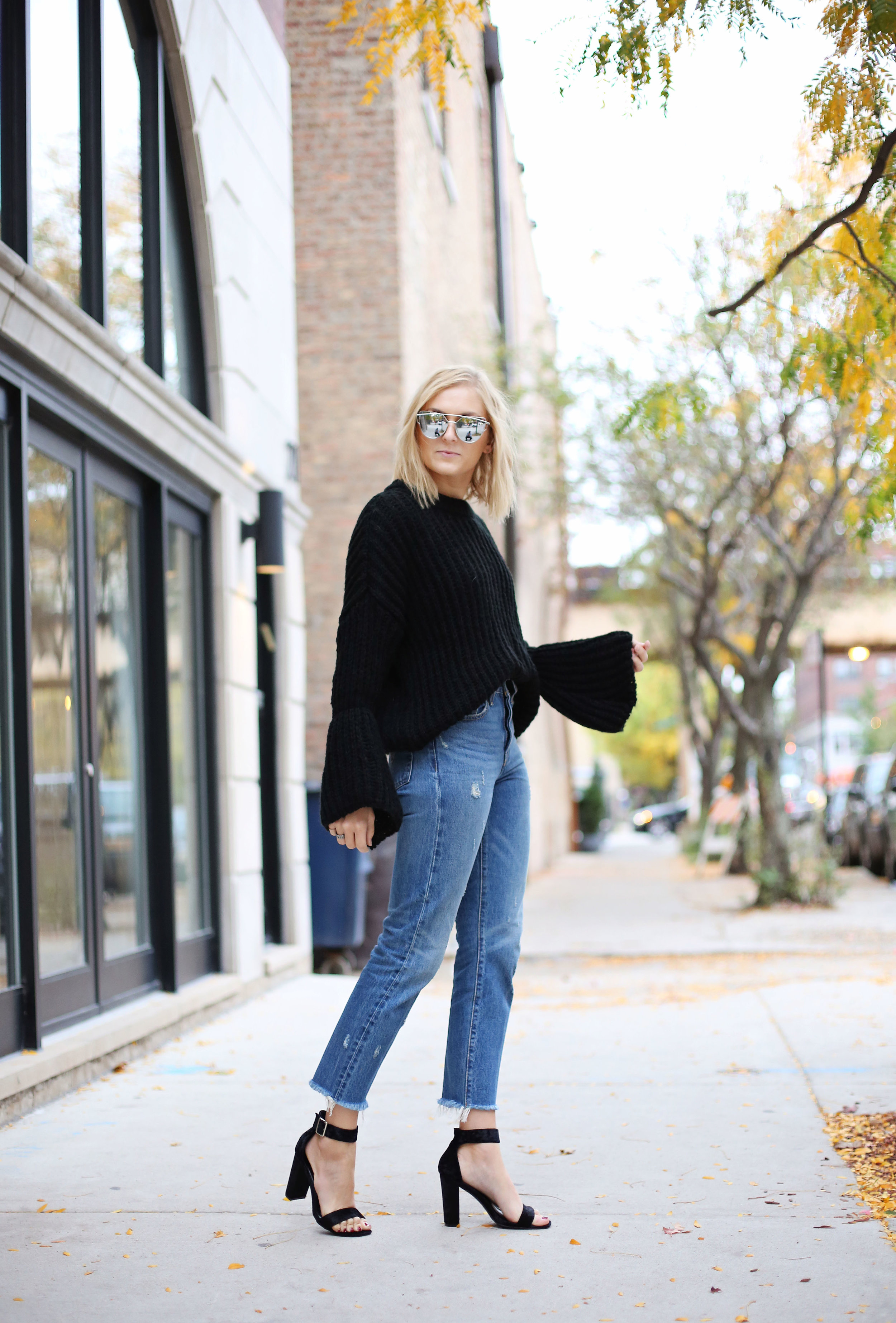 bell-sleeves-with-levi-jeans