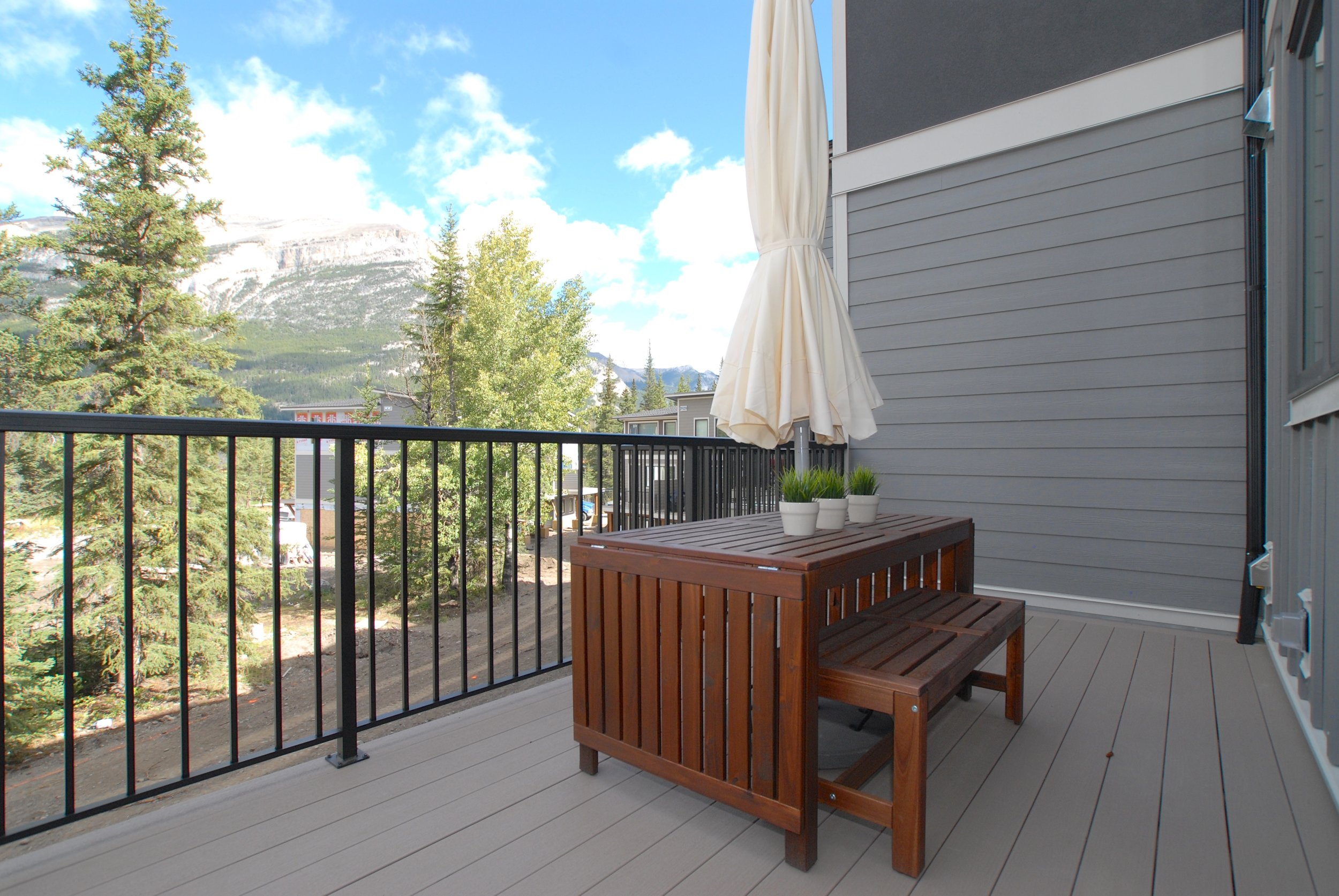 Low maintenance back deck with views