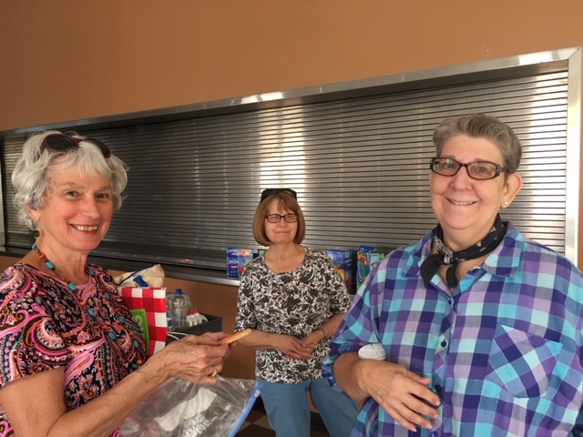 Margaret Warden, Sharon Losey, Linda Westmoreland, Emily Hogatt volunteers and team leader Peggy Boyle.