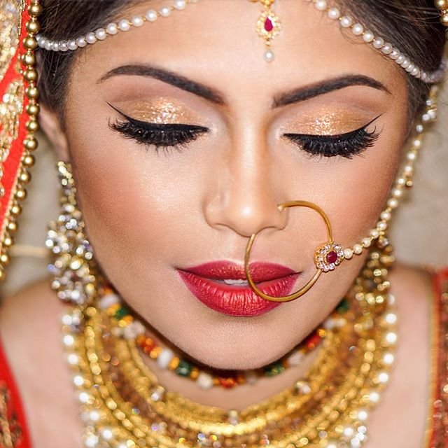 10 years from now, I guarantee @pluv721 will still love her wedding hair and makeup. Clean and sophisticated yet bold.  #indianbride #desibride #mathapatti #redlips #classicnevergoesoutofstyle #airbrushmakeup #indianmakeupartist #vougeindia #heenadasbrides