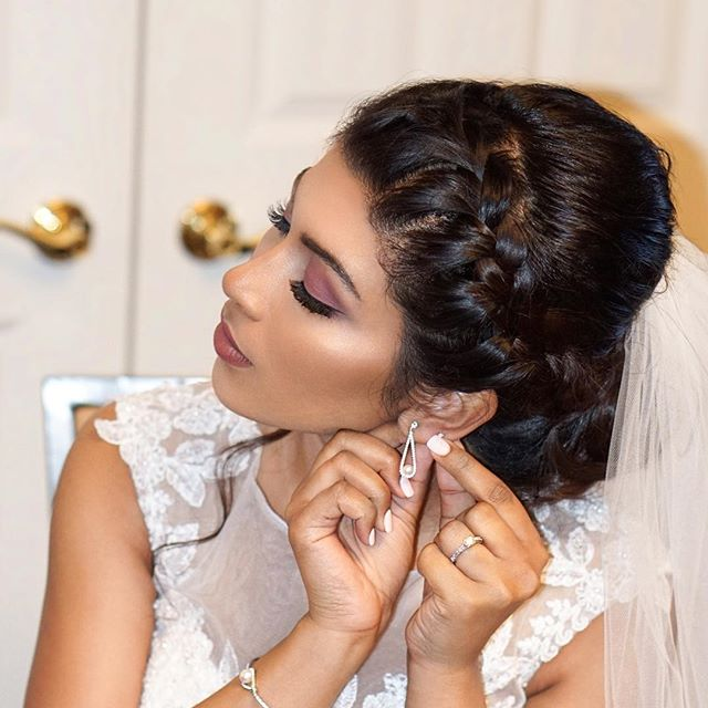✨ELSA✨When she came in for her trial, all she cared about was a nice thick braid and and a matte smokey eye inspired by @ayeshacurry!  #braidedupdo #ayeshacurry #mallubride #indianbride #indianmakeupartist #hairstlyistnyc #makeupartistnyc #highlightandcontour #berrylips #veil #airbrushmakeup #temptupro #heenadasbrides