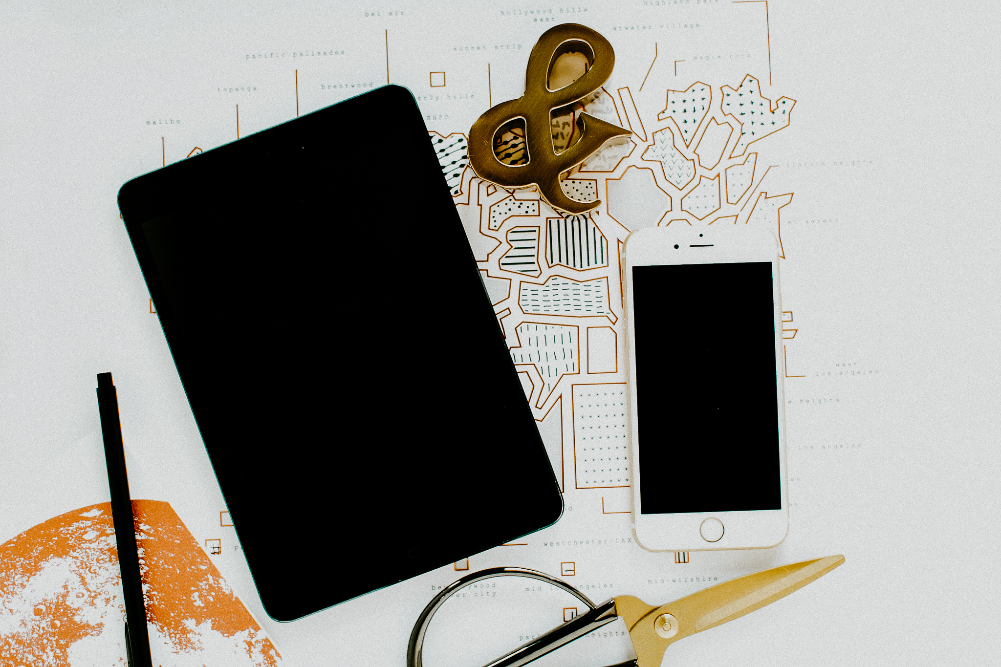 Social Media Brand(ing) Made Easy - From Instagram highlight covers to Facebook cover images and Stories/Grid posting templates.I've got you covered!