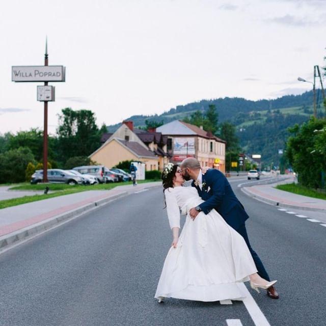 Just a slice of these two showing some love in Rytro. . . . . #wedding #weddingphotography #weddingphotos #bride #bridestyle #couplepicgram #couple #portrait #portraiture #stylemepretty #weddingdream #theknot #weddingingwire #greenweddingshoes #thelightandglass #travelwedding #destinationwedding #poland #europeanwedding