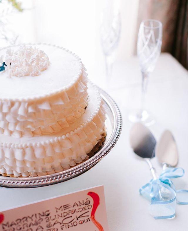 Paloma & Cameron's delicious cake. . . . . #wedding #weddingphotography #weddingphotos #bride #bridestyle #couplepicgram #couple #portrait #portraiture #stylemepretty #weddingdream #theknot #weddingingwire #greenweddingshoes #thelightandglass #weddingcake
