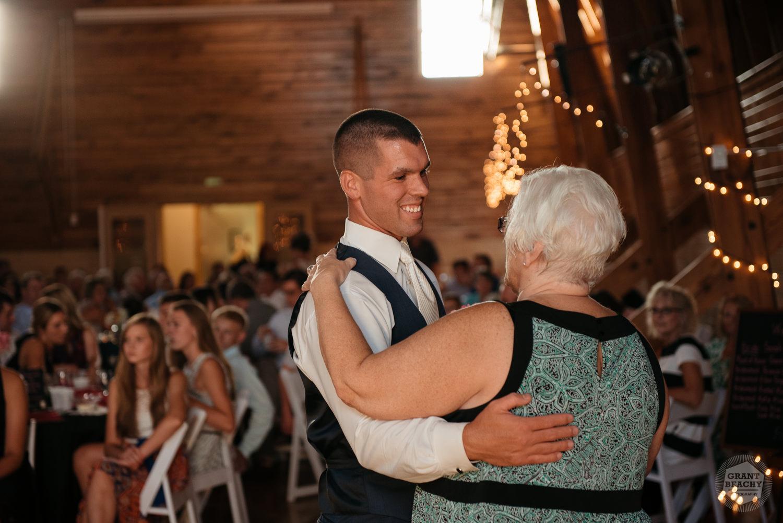 Kendalville wedding photographer Grant Beachy -43.jpg