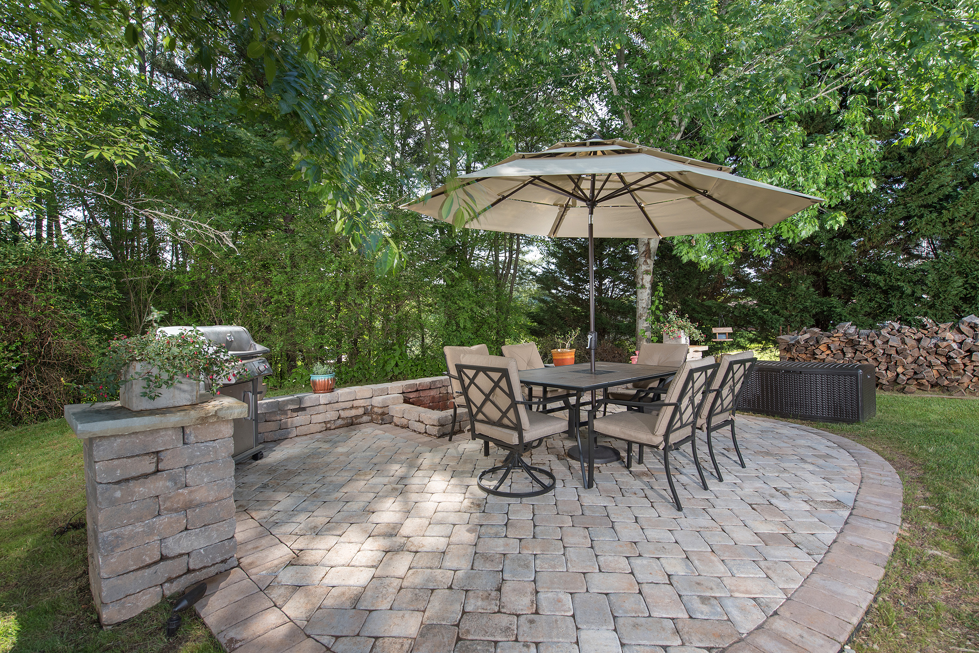 hardscapes outdoor kitchen