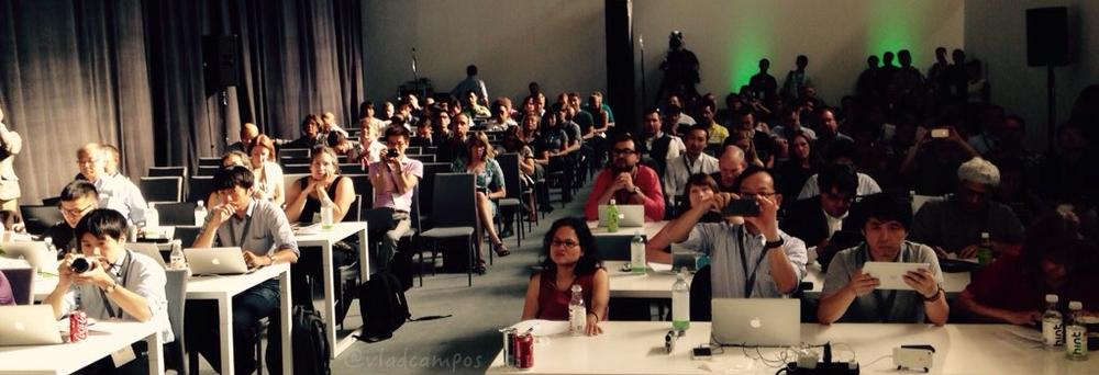Pessoas assistindo a minha apresentação.