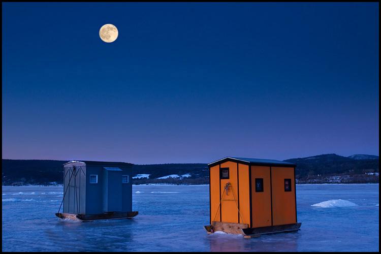 DSC00770 shanty and full moon a.jpg
