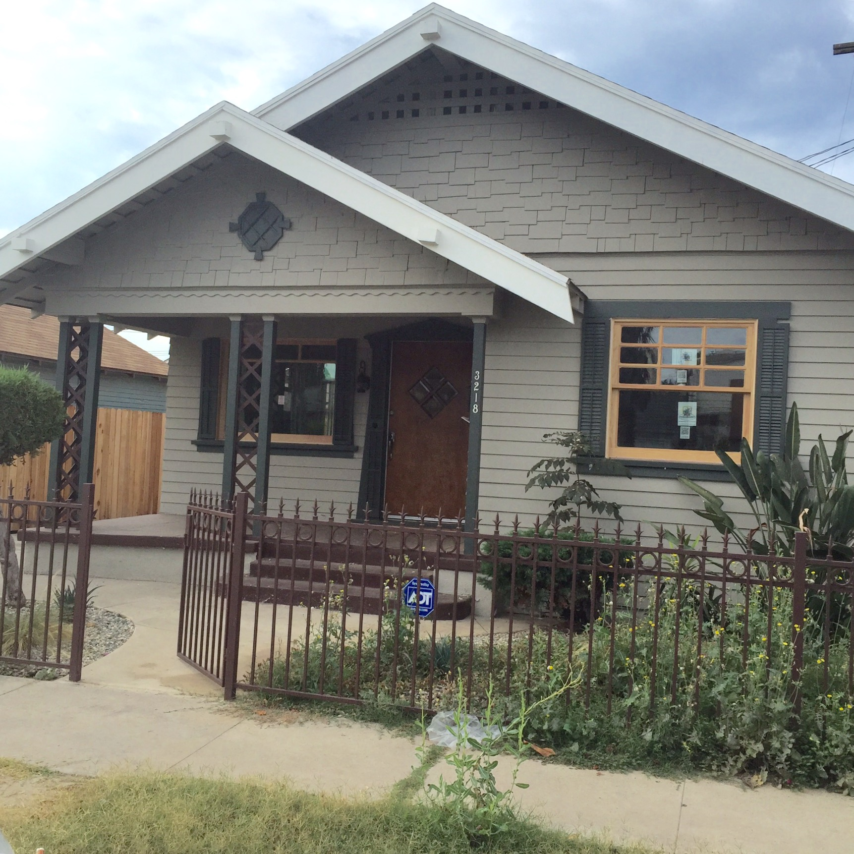 Charming 3 BED + 2 BATH Craftsman in Jefferson Park. Gorgeous original details. Grassy backyard perfect for entertaining.Full of charm!  Claire Lissone   tel: 310.689.9689   email: claire@realestate-collective.com   calBRE#01426130
