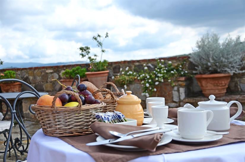 Cugnanello breakfast-table.jpg
