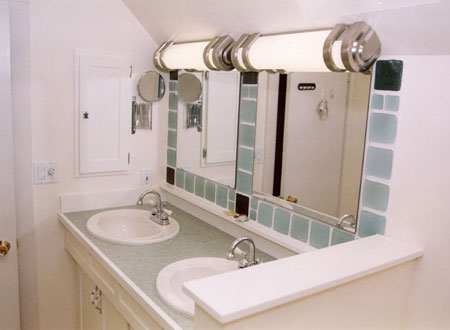 New two-sink layout with eco-healthy materials.