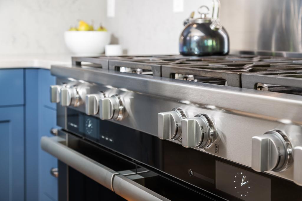 16042 Kitchen Detail5 Stove.jpg