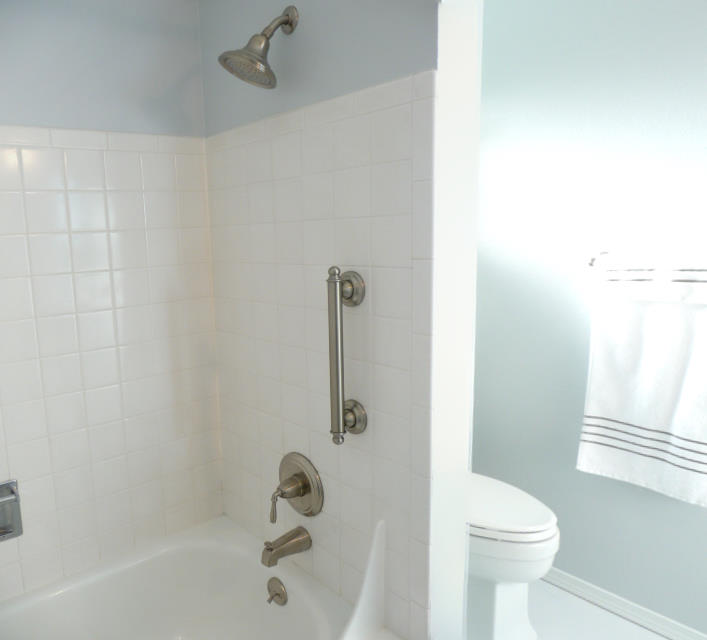 16037 PAN Bath1+.jpg