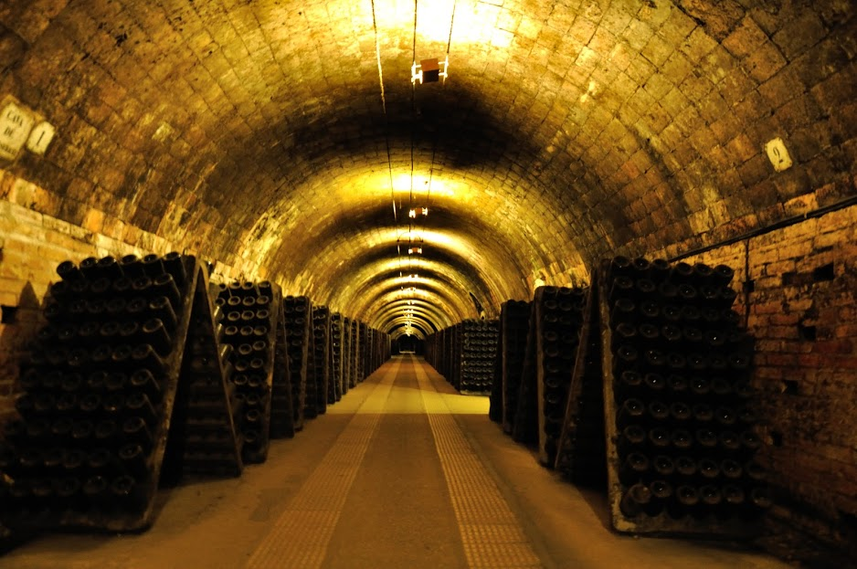 the labyrinth of corridors - filled with cava
