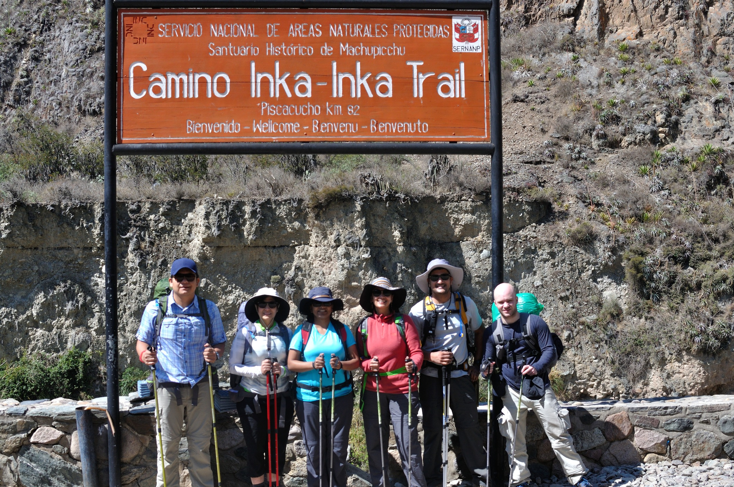 ready to go! from left to right: fabian, diana, pallavi, me, kris, alejandro