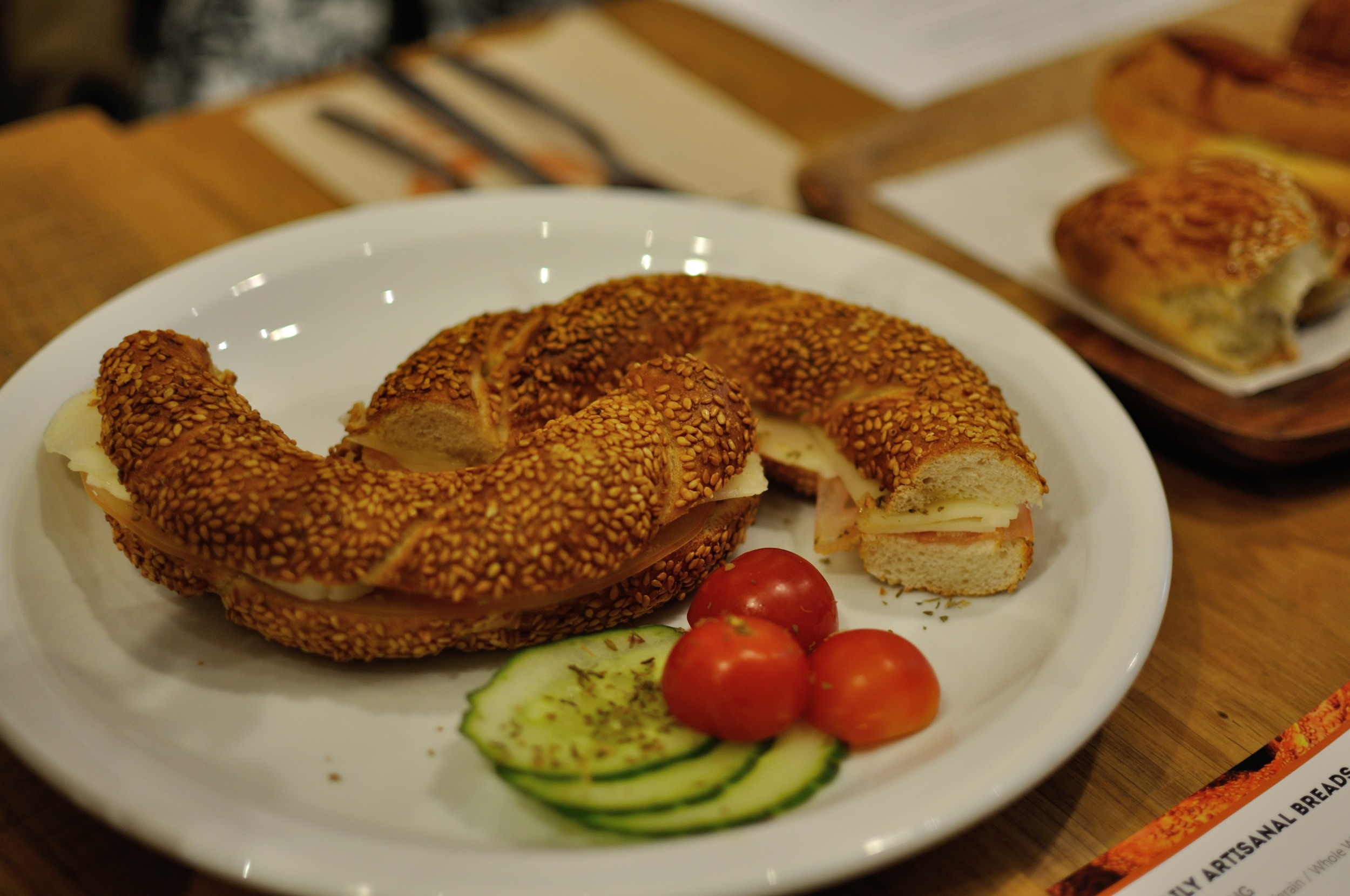 Classic simit with kasseri cheese and tomato