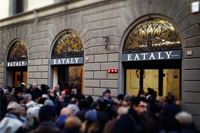 Crowds form on EATaly's opening day!