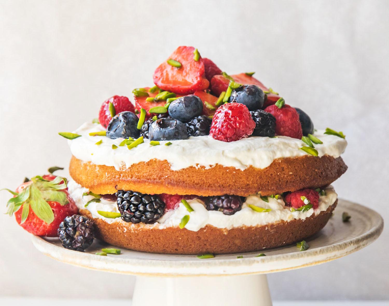 strawberry_vanilla_naked_cake_maha_munaf
