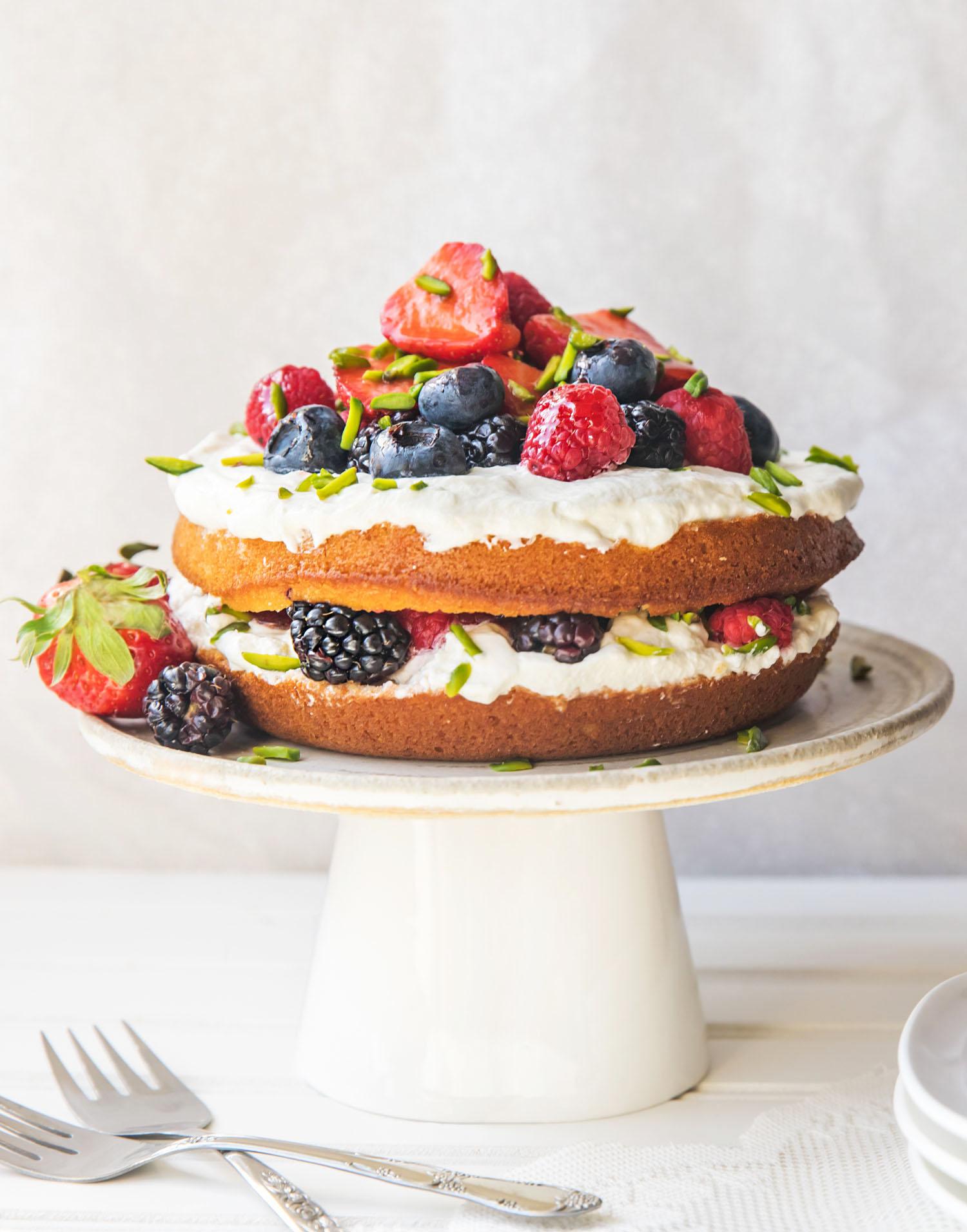 strawberry_vailla_naked_cake_rustic_maha