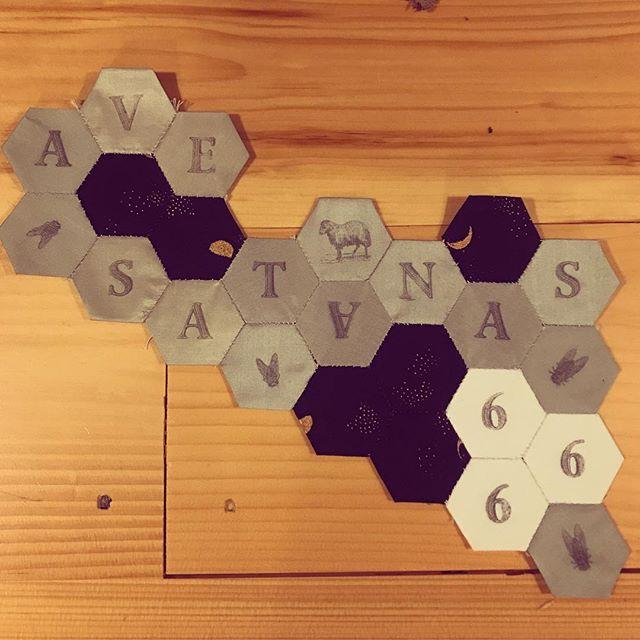 Crafting in Vermont for #frenchgeneralatwarmbrookbarn #paperpiecing #fabric #hailsatan #lastpodcastontheleft