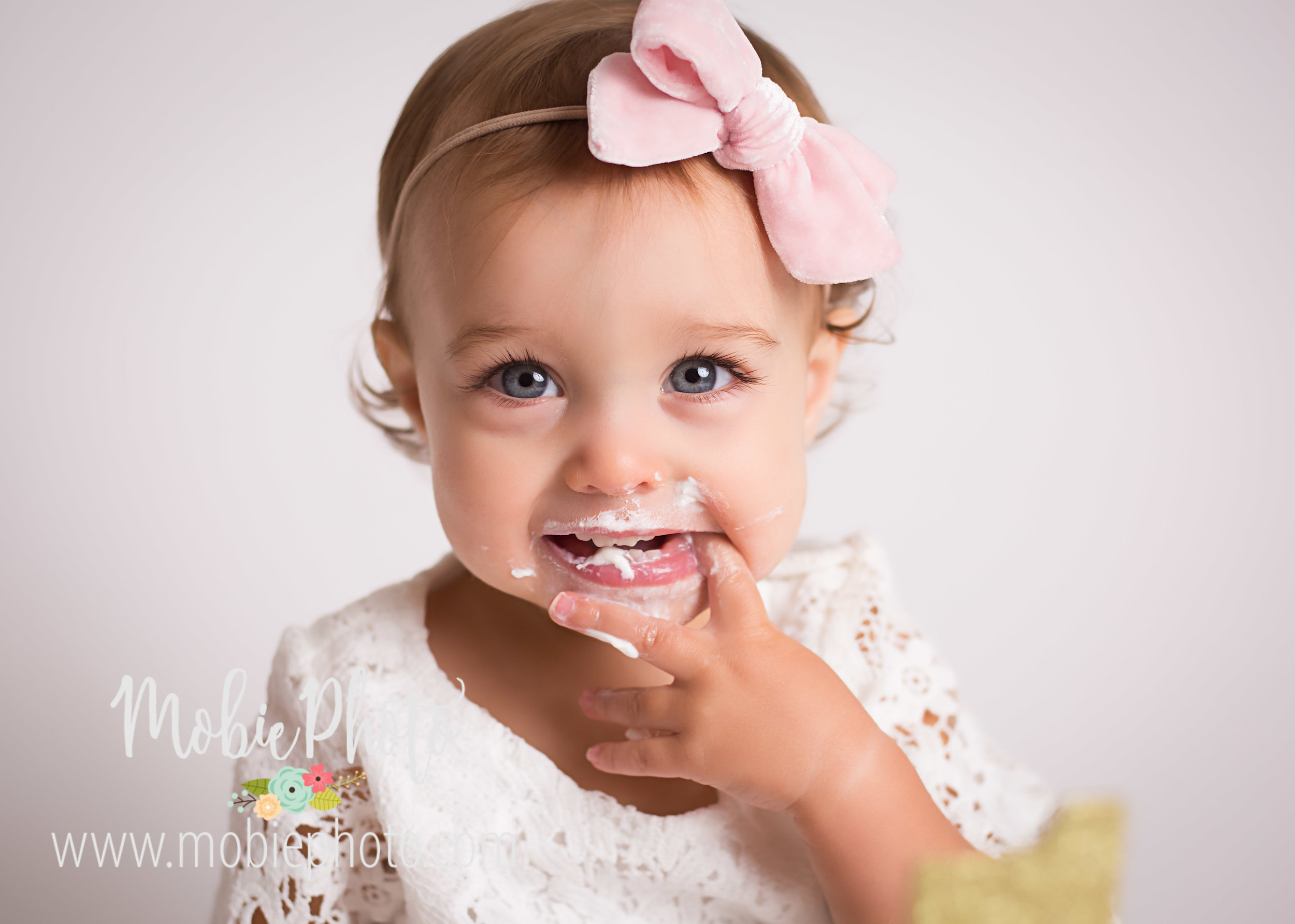 Mobie Photo - Utah Newborn Photographer - First birthday cake smash photo shoot