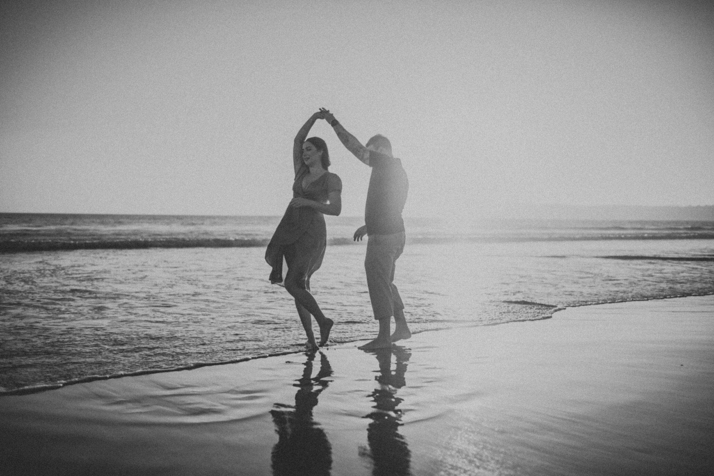 coronado-beach-engagement-session-valerielendvayphoto-064.jpg