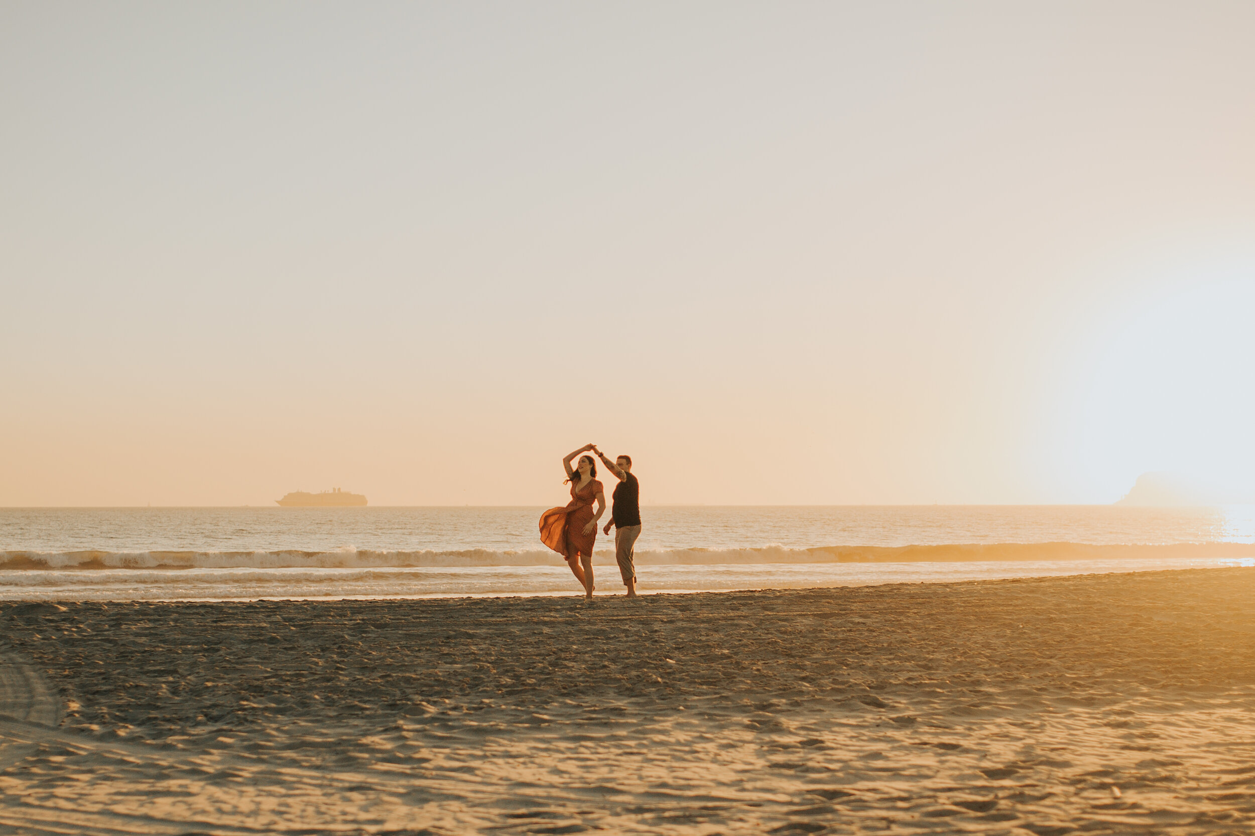 coronado-beach-engagement-session-valerielendvayphoto-090.jpg