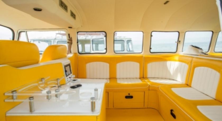VW-Limo-Bali-mellow-yellow-interior.jpg