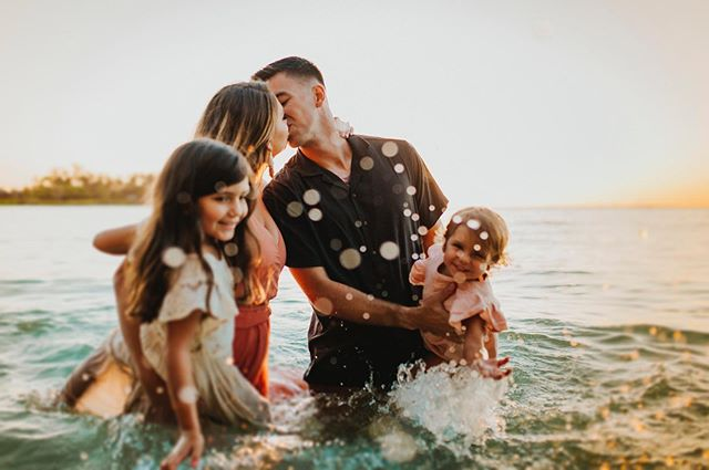 I know I am bombarding Instagram but I have to share this stunning family session from tonight! @stormpierrephotography has such an adorable family 😍