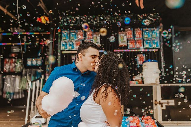 This adorable carnival couples session was blogged awhile ago but I finally got it up in my galleries! Can we take a minute and swoon over these please 😍