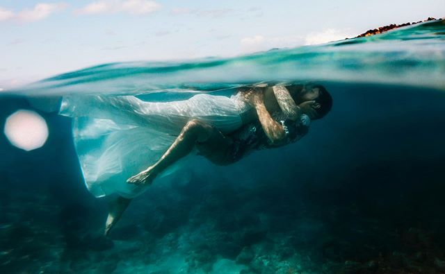 This morning was amazing. The fact that I get to photograph awesome couples from all over the world in such a beautiful place is incredible. Even on my worst days I am blessed beyond measure with the gifts God has given me and with the endless beauty that surrounds me ✨ ✨ Today I got to share my passion of underwater photography with Christy, owner of @alohawishesphotography, and we had SO MUCH FUN! ✨ ✨ To learn more about one-on-one mentorships visit my website and click the 'For Photographers' tab also please share the love on Christy's Instagram @alohawishesphotography she is amazing!