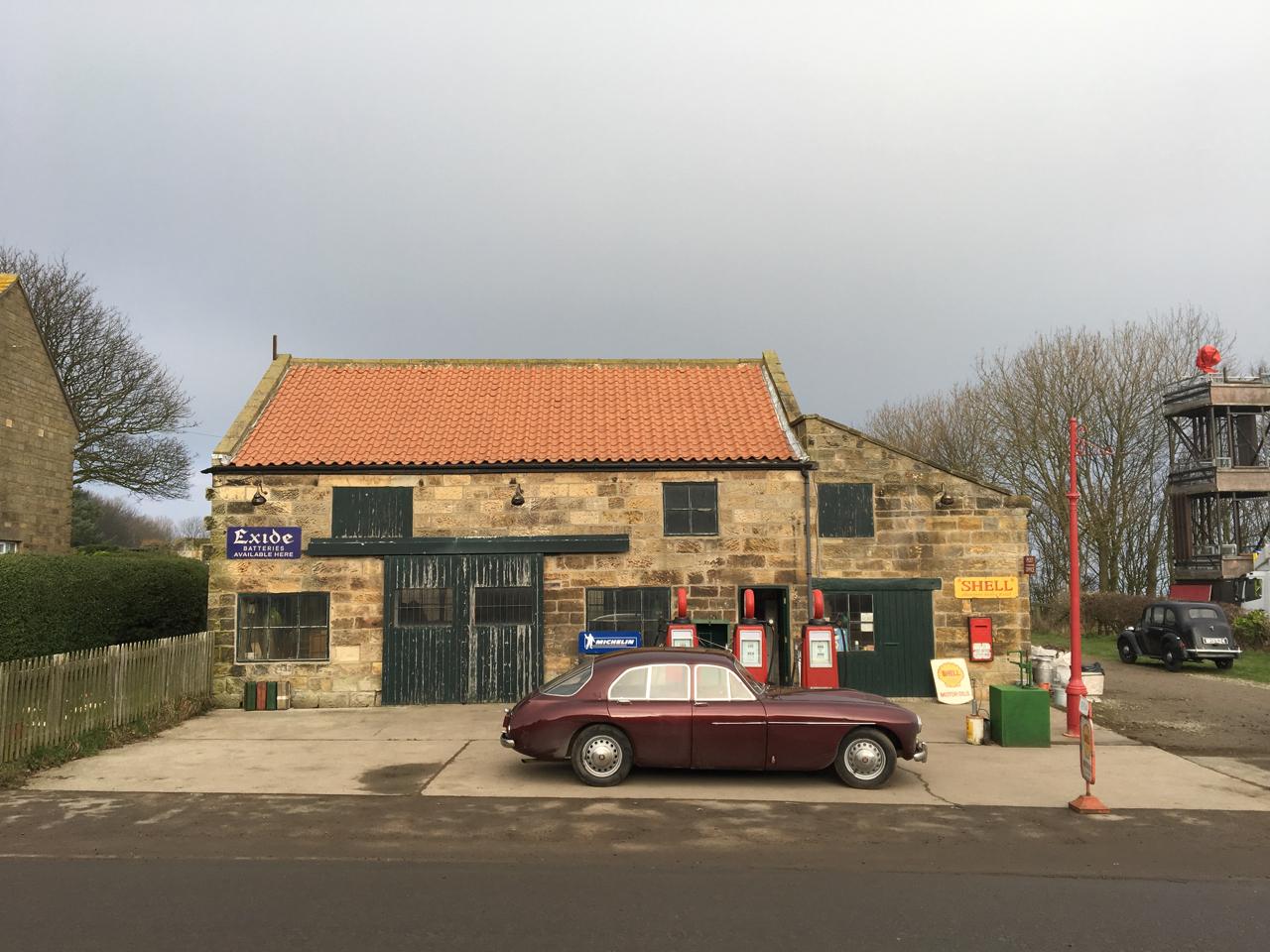 Ext Petrol Station1_Phantom Thread_Adam Squires 2017.jpg