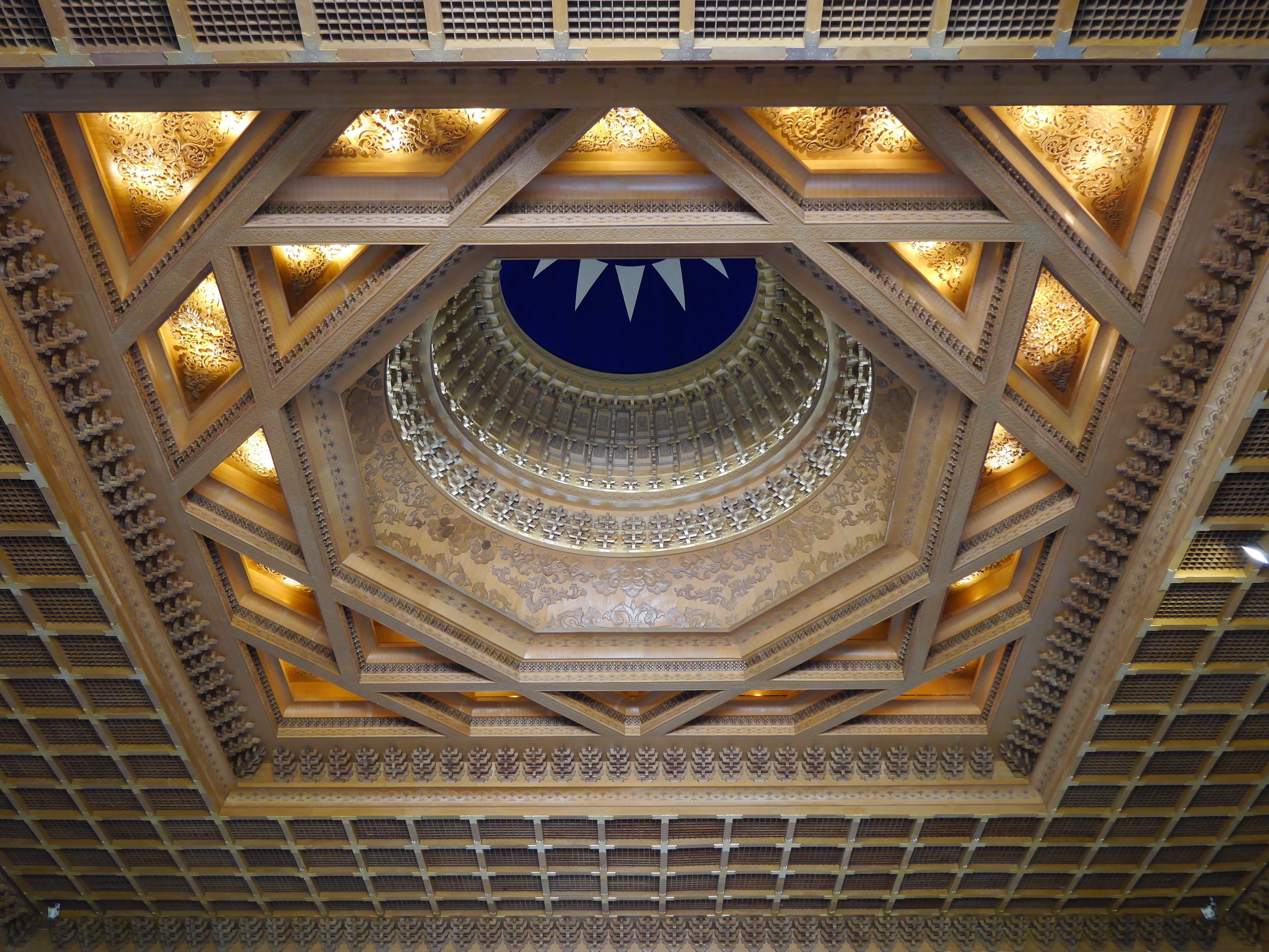 The gorgeous ceiling of the Chiang Kai-shek Memorial Hall.