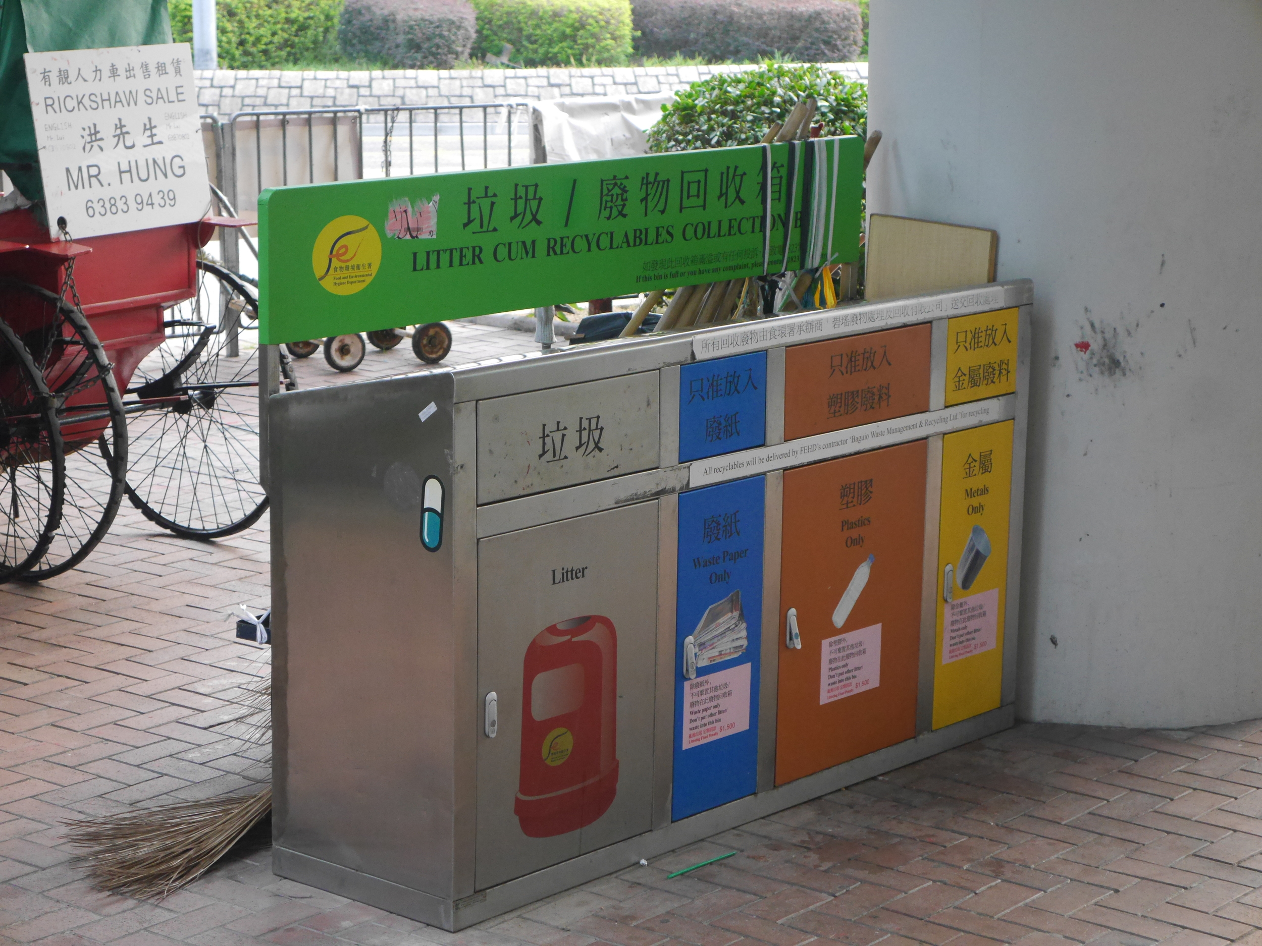 Litter cum recyclables. Apparently Hong Kong actually recycles very, very little. Surprising for such a dense, island-based city/country. Taiwan and Japan are both all about the recycling.