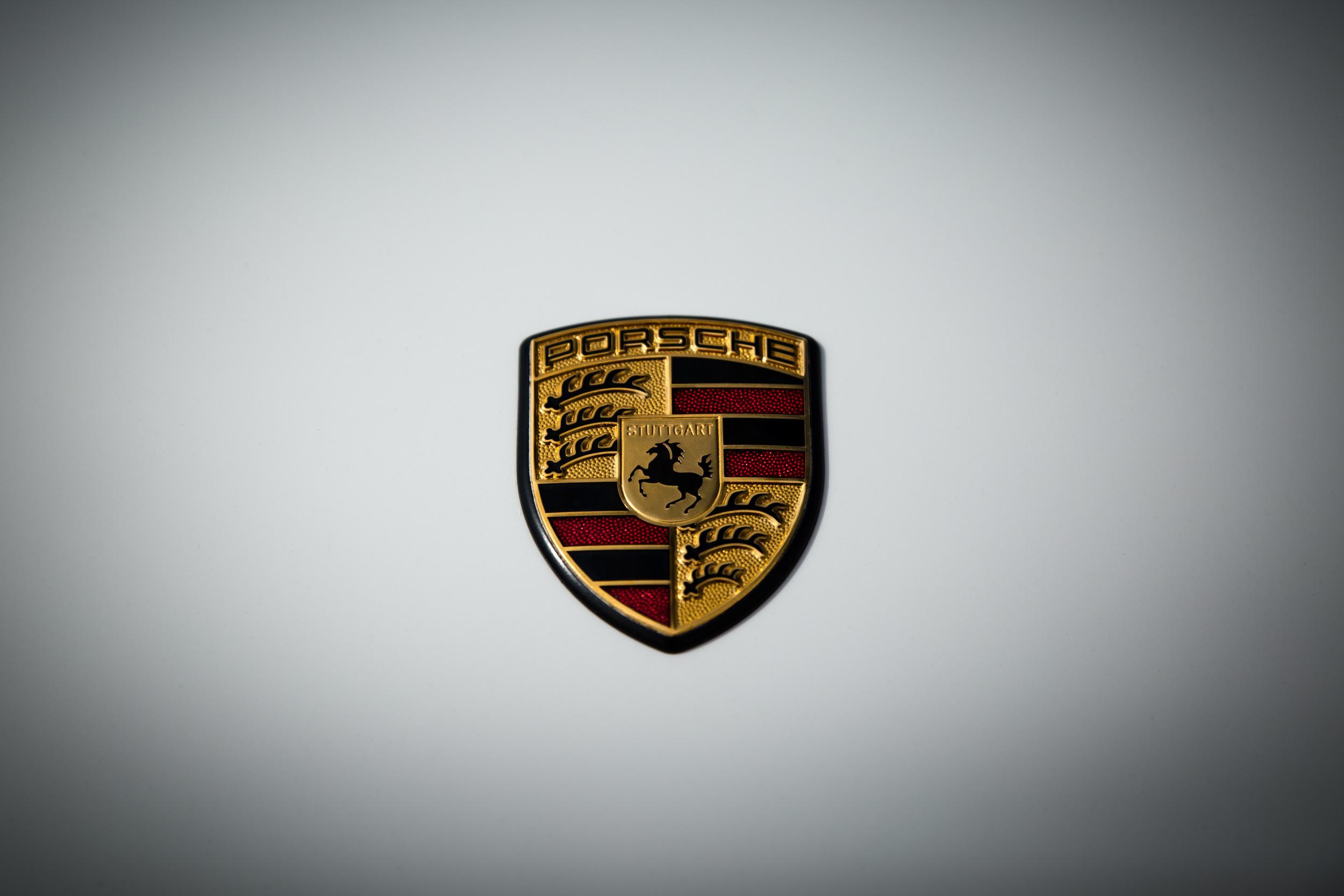 Porsche_Logo_MG_8255.jpg