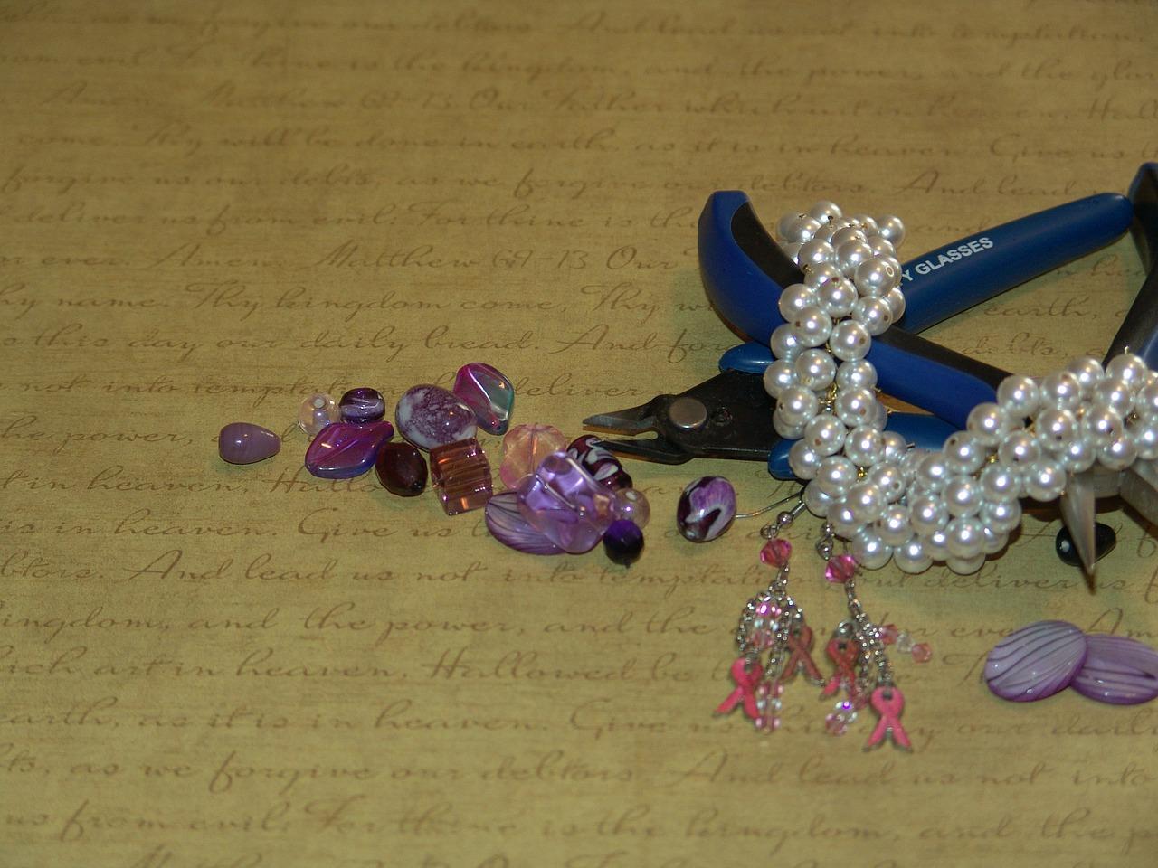 jewelry-making-510788_1280.jpg