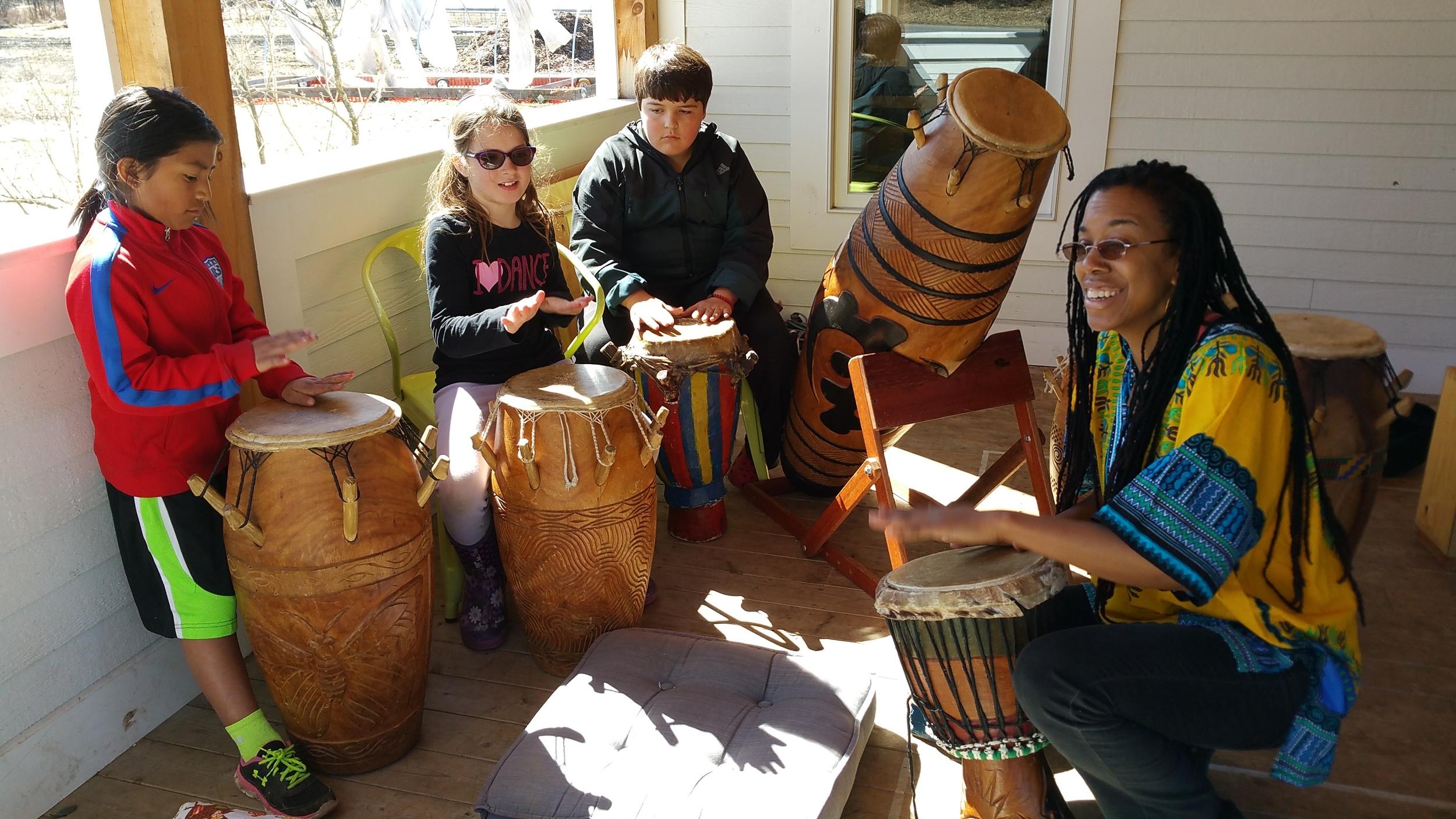 Zili Misik with Kera Washington on the porch at Woodland!