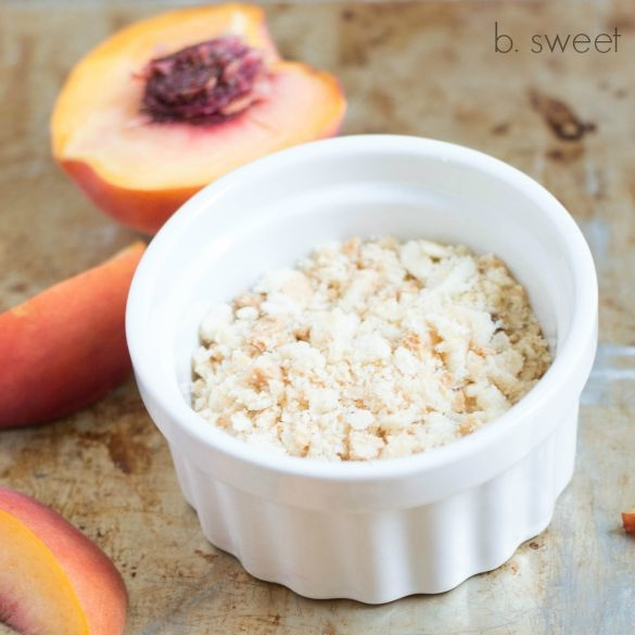Peach Cobbler Macarons-1.jpg