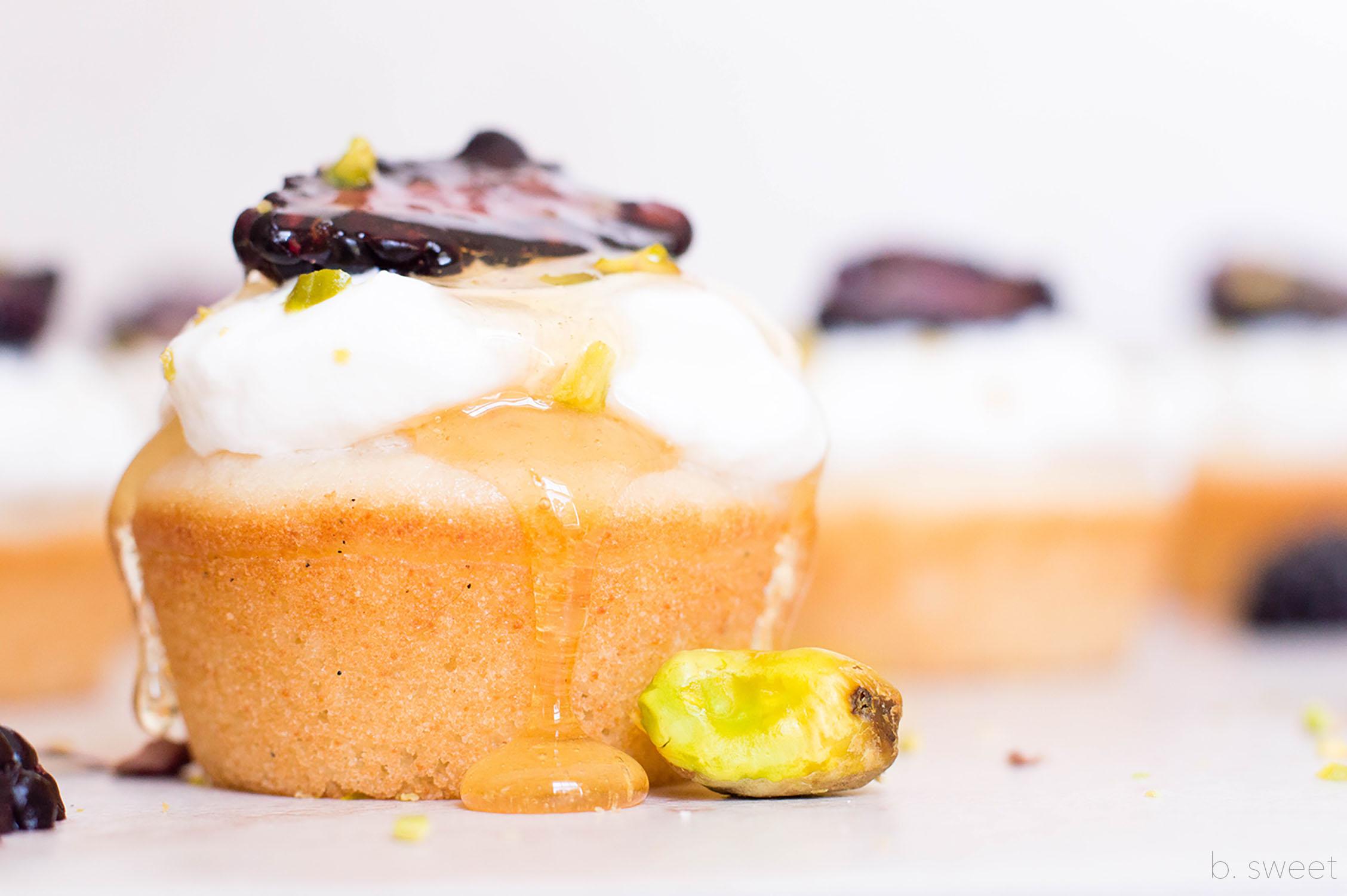 mini ricotta honey cakes