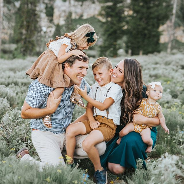 My fall family schedule is almost full! If you want a family session this fall or sooner let me know ASAP! A full family session is $275 and mini sessions will be $150 with limited spots available!