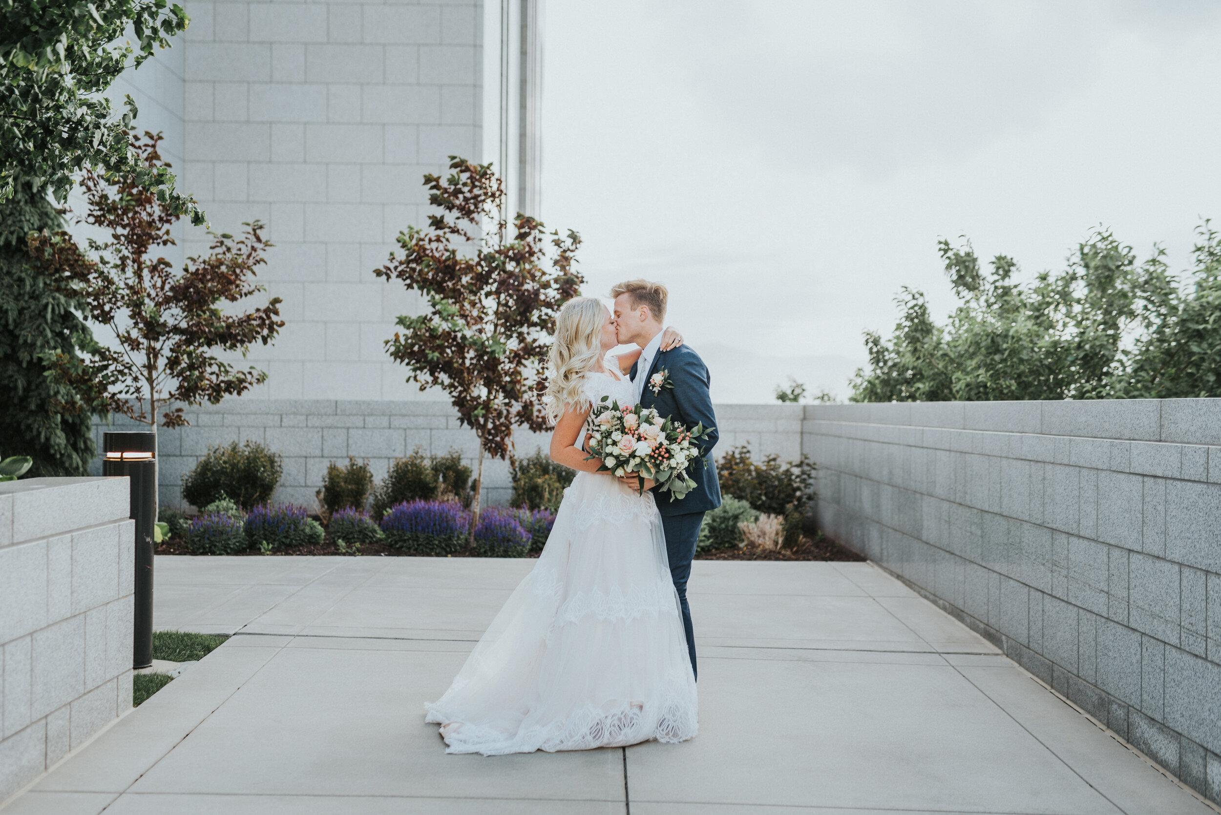 couple_kissing_at_draper_temple.JPG