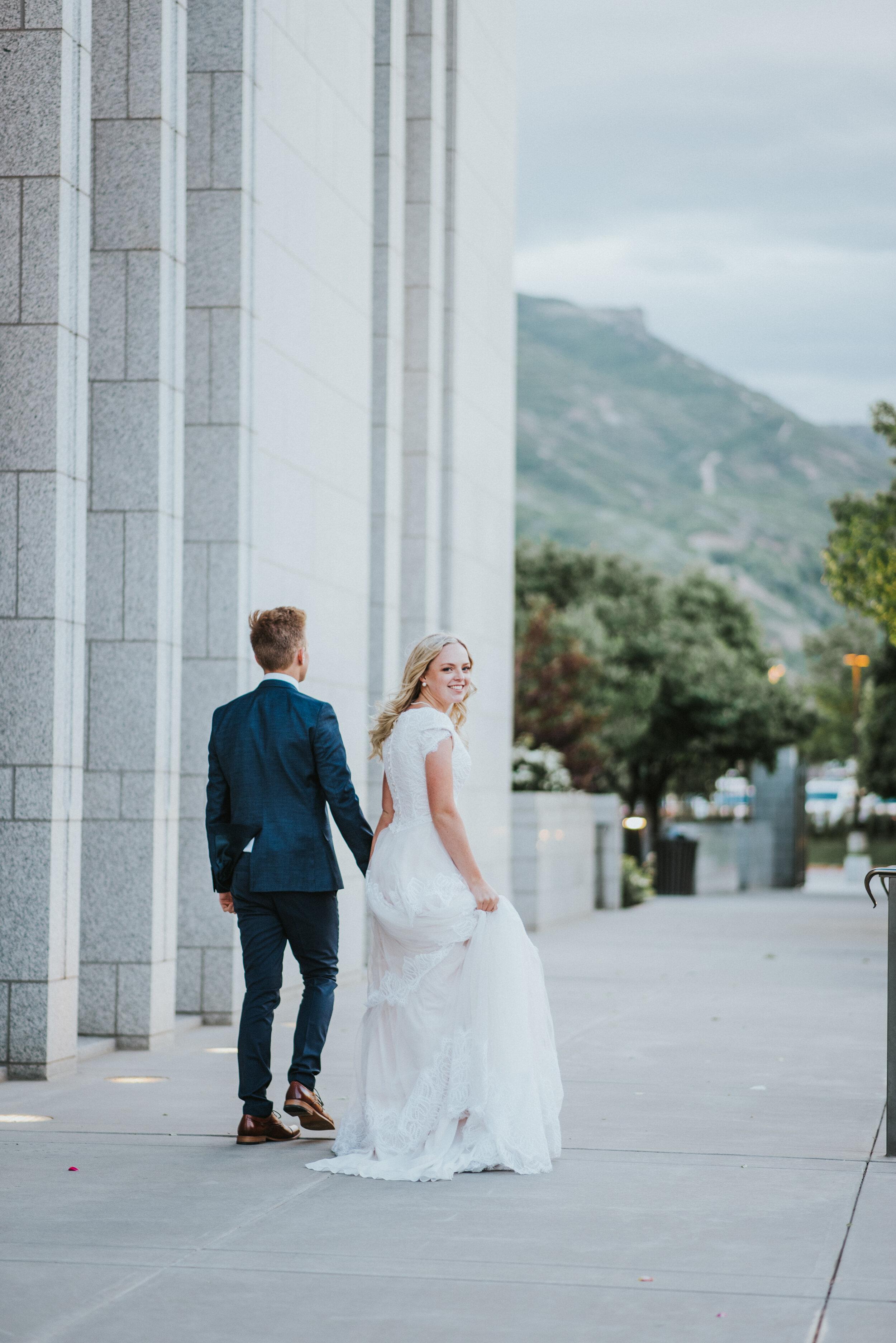 wedding_couple_walking_away.JPG