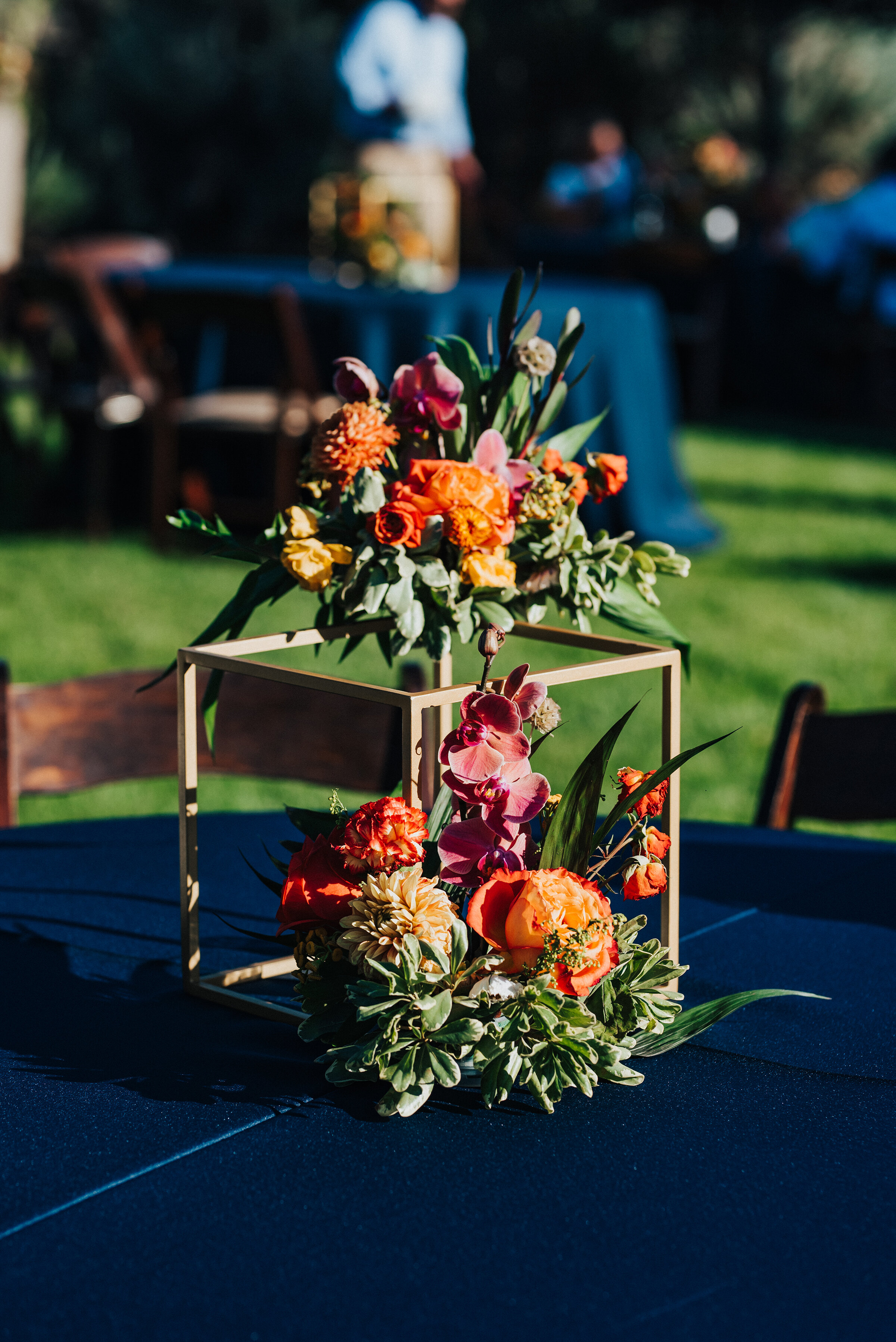Beautiful handcrafted bouquets displayed at each table for this backyard wedding in Park City. Kristi Alyse Photography Logan Utah photographer Park City wedding photographer Drive-Thru wedding COVID wedding neon signs socially distant wedding bride and groom #kristialysephotography #weddingphotographer #utahweddings #parkcity #utahbrides #drivethruwedding #covidwedding #LoganUtahphotographer #utahweddingphotographer