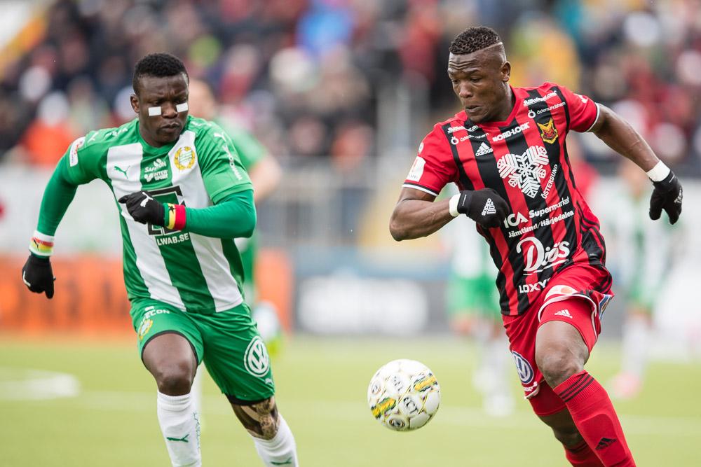 Hammarbys Joseph Aidoo mot Östersunds Alhaji Gero.