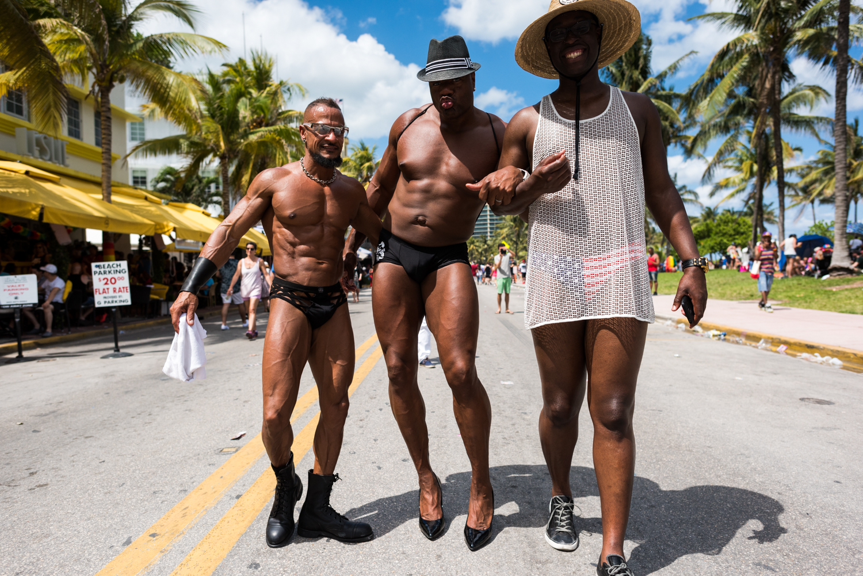 Boys-Gay-Pride-62.jpg