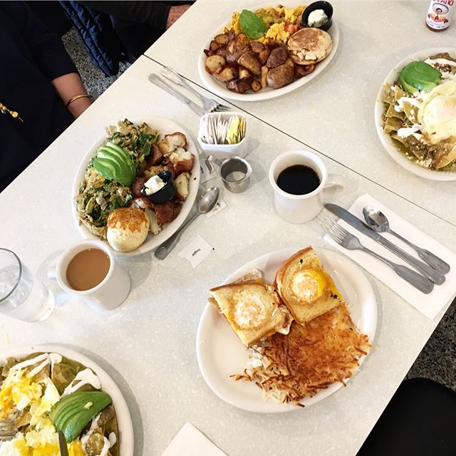 Breakfast with friends. #Farmer_Boy_Diner #Since1958 #BreakfestIsServed #SantaBarbaraRestaurant 📷 @sahsileeah