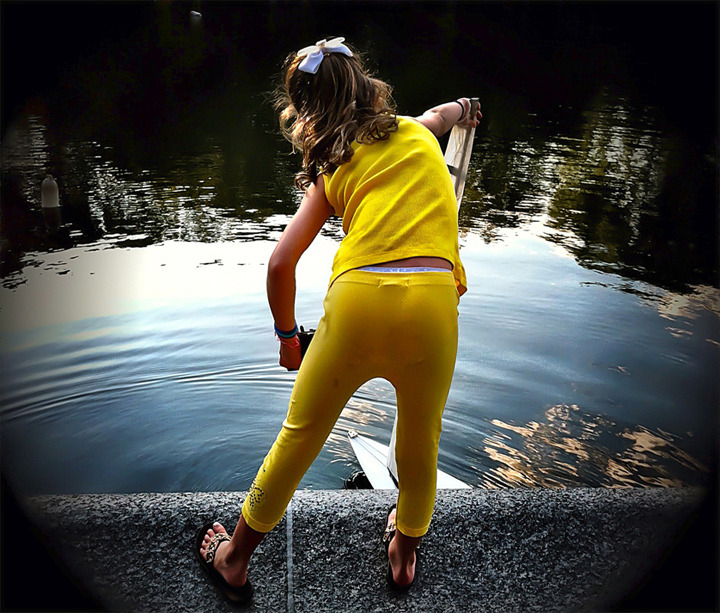 Iphoneography / Photographing people in Central Park, Sailboat Pond | Image 1
